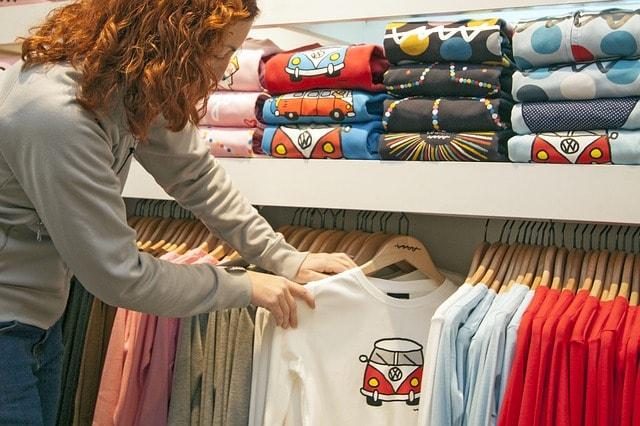 Empresas: ¿Merece la pena invertir en ropa laboral personalizada?